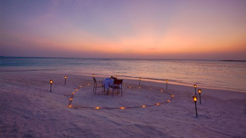 Beach dining at Innahura Maldives Resort